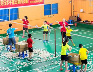 中小学生的羽毛球培训现场