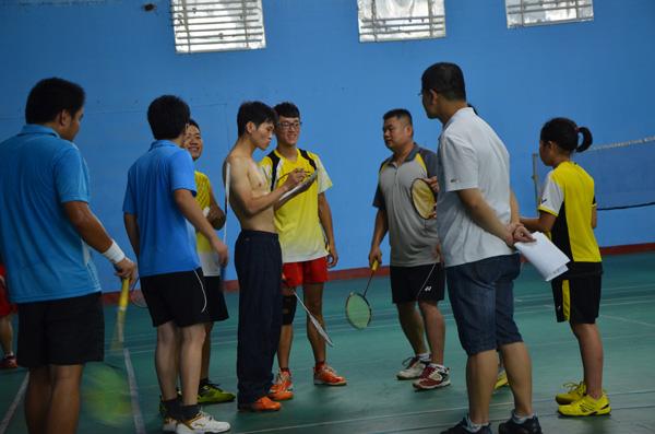 羽毛球俱乐部比赛