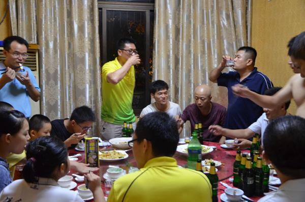 俱乐部比赛后聚餐