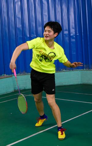 莆羽羽毛球队冠军在比赛中