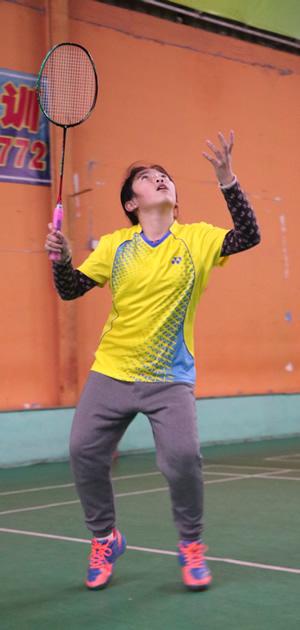 青少年羽毛球拍架拍重要性